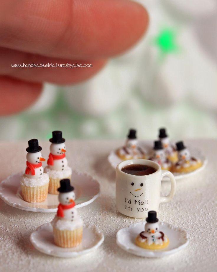 "118 Likes, 4 Comments - Alma de Jonge (@almadejonge) on Instagram: ""#snowman #meltedsnowmancookies #miniature #miniaturen #dollhouse #poppenhuis #oneinchscale…"" #miniaturefood #miniaturebakedgoods #miniaturecake #miniaturedrink #miniaturecoffee"