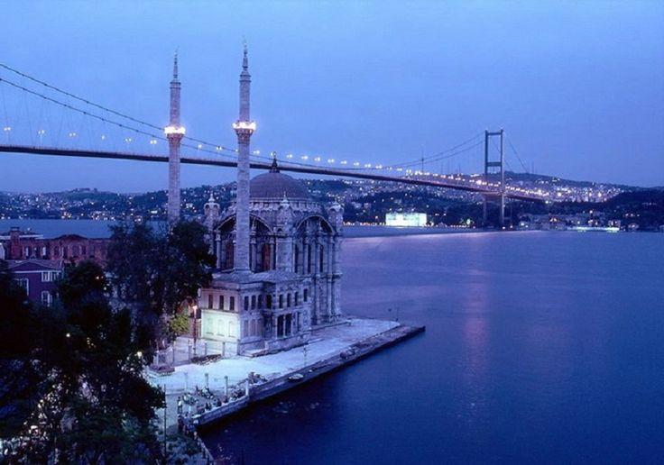 Приглашаем всех в романтический круиз по ночному Босфору. Это романтическое путешествие навсегда останется в вашем сердце. Вы увидите Босфор от начала до конца, который очарует Вас своим прелестным ночным видом и оставит в каждом частичку волшебной сказки Стамбула. А в уютном салоне корабля Вас ожидает диско-программа и ужин с безалкогольными напитками. http://www.istanbultravel.su/service/excursions/