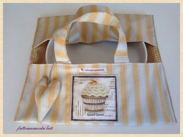 Porta torte a righe giallo con appliquè cupcake, by fattoamanodaTati, 20,00€ su misshobby.com