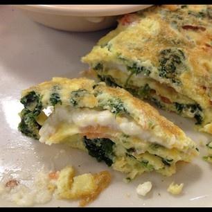 Spinach, Tomato, and Feta Omelette | Breakfast | Pinterest