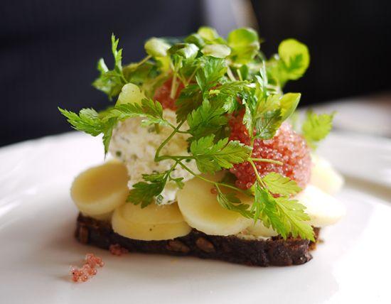 Kartoffemad med rygeost og stenbiderrogn