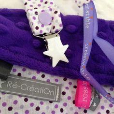 Doudou etiquettes velour minkee violet et attache tetine etoile blanche