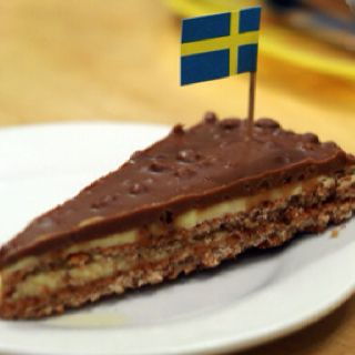 Ikea cake recipe Daim bars imported   Daim bars imported fromSweden  IKEA America and Europe discontinued the product in 2011. It is a crunchy caramel bar. Check Wikipedia and google daim images when looking for replacement