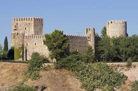 El Castillo de San Servando se encuentra en la ciudad de Toledo, España, junto a la ribera del río Tajo y a la Academia de Infantería. Se inició su construcción como monasterio en 1024 en tiempos en que reinaba Alfonso VI.