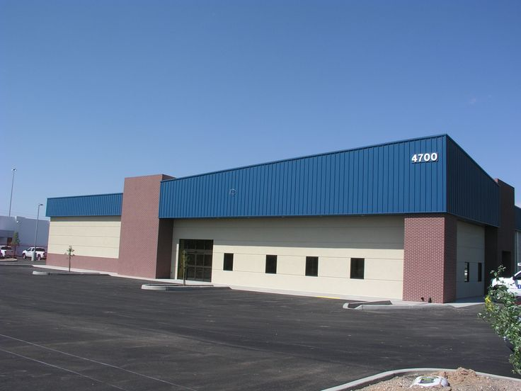 Camping World, a 2013 Mid-West Steel Excellence Award winner, is a 52,896 square-foot RV sales and service center located in Tucson, AZ. It features 26-gauge R-panel walls and roof. It also utilizes 32 skylights and concealed guttering. . The metal buildi