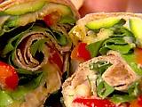 Bild von Hummus und von gegrilltem Gemüseverpackungs-Rezept   – Delicious!