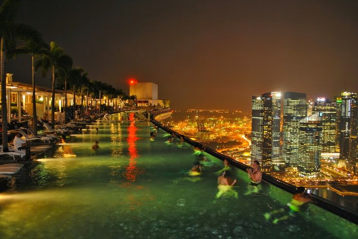 Infinite Pool in Hotel Marina Bay Sands, Singapore