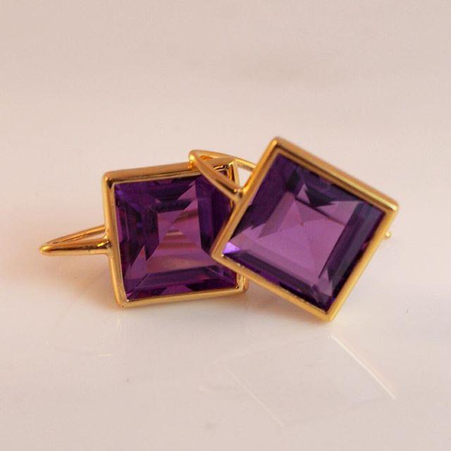 Princess cut amethyst, yellow gold set earrings... Beautiful pop of colour! #Esola #jewellery #design #cottesloevillage #amethyst #yellowgold #earrings #colour #jewels #gems #picoftheday #purple #instadaily #motherofthebride #perthwedding #gift #springcolour
