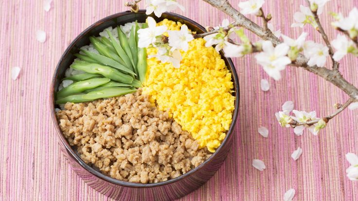Soboro-bento (A lunch box featuring minced chicken and scrambled eggs) | Let's Cook Japanese | NHK WORLD RADIO JAPAN