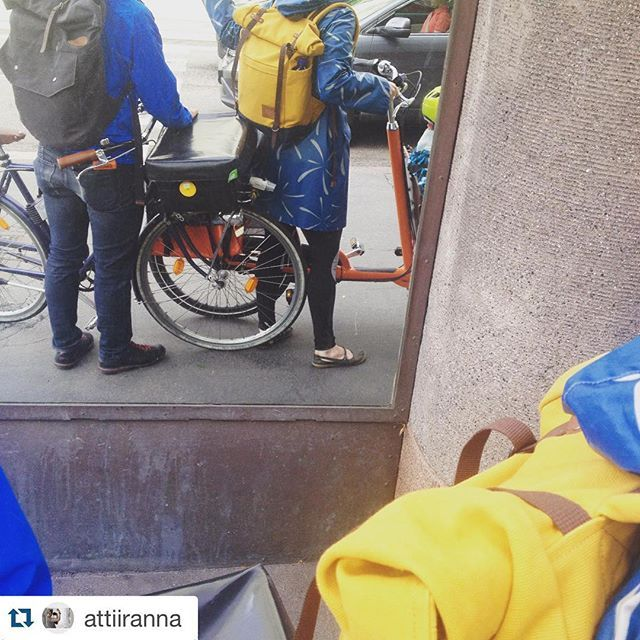 Family bussiness ;) tnx @attiiranna for the photo! #morningcommute #commutelife #noweatherwhat #urbancycling #cycling #blindchic #backpack #urbanwear