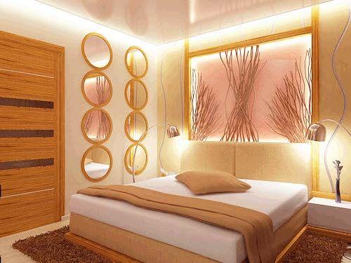 Почти все цвета фруктовой гаммы составляют отличную пару к кондитерским цветам, что объясняется их визуальным и смысловым родством.  эта спальня задумана в мягких желто-бежевых и карамельных оттенках, в которые вписано светящееся панно теплого розово-персикового цвета