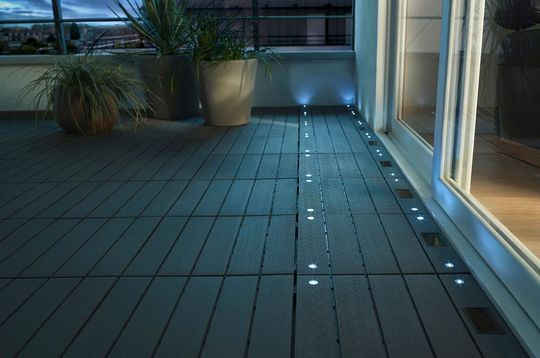 Terrasse carrelages et dallages pour l 39 ext rieur for Led pour carrelage