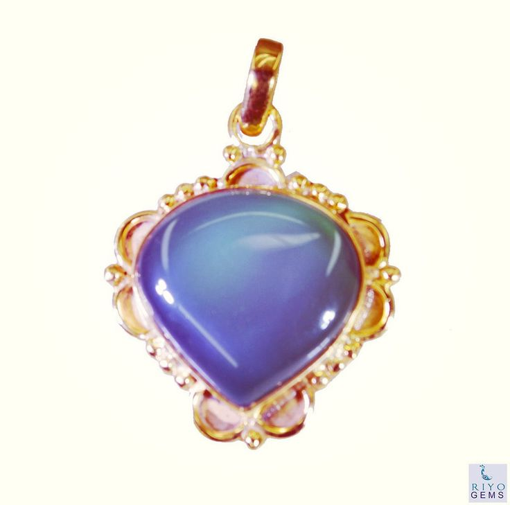 #flowers #online #inspiration #sissy #denver #bohojewelry #riyo #jewelry #gems #handmade #artificial #pendant #greenonyx #green #skyporn #sand #brunette #sweetdreams #샤넬