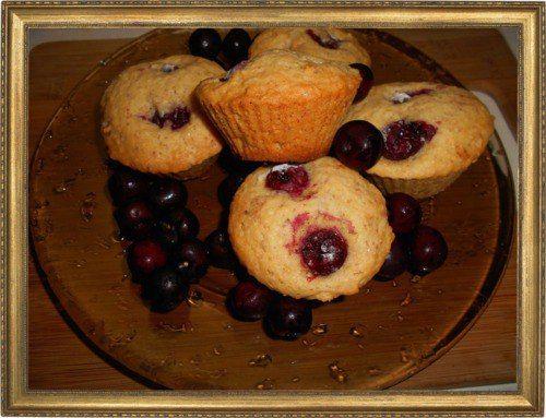 Миндальные кексы с вишней.