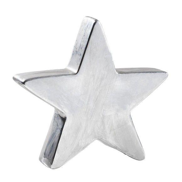 Nutzen Sie diesen schönen Dekostern für Ihre individuellen Einrichtungsideen! Der Stern in Silberfarben besteht aus Porzellan und ist ca. 20 cm hoch. Auf Wandboards, Kommoden oder dem Fenstersims macht der Stern eine schöne Figur. Kombinieren und dekorieren Sie ganz nach eigenem Geschmack und verbreiten Sie eine freundliche und einladende Atmosphäre!