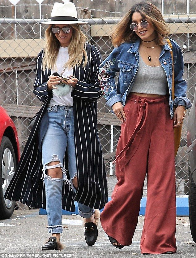 Twinning: The two gorgeous actresses showed off their similar California girl styles