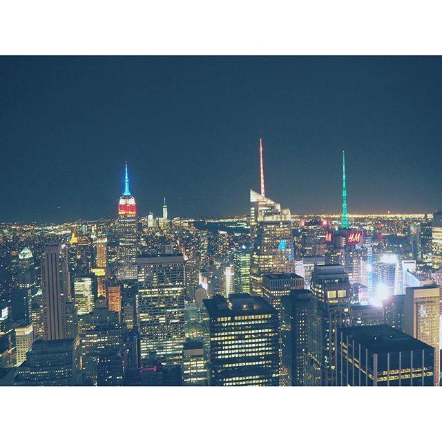 Instagram【___e_ri】さんの写真をピンしています。 《#ny #nyc #manhattan #rockfellercenter #topoftherock #nightview #empirestatebuilding #broadway #instagood #instanice #instalike #instabeautiful #camera #olympus #pen #erikoslifeintheus #ニューヨーク #ロックフェラーセンター #夜景 🌃☄💎》