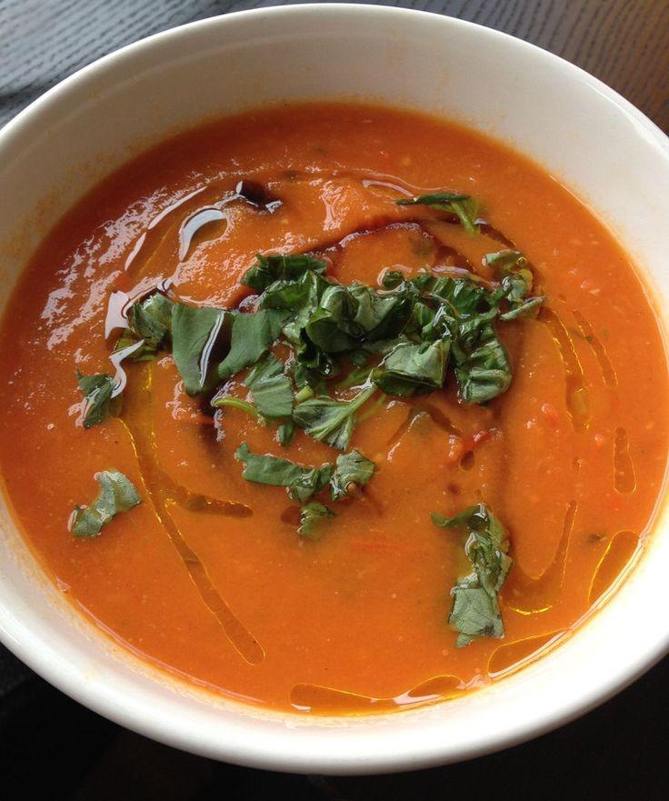 Tomatensoep met basilicum, zoete paprika én balsamico azijn.