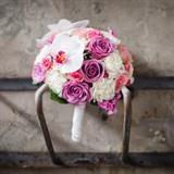 Bruidsboeket modern  wit roze anjer orchidee