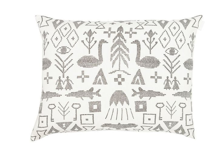 This stunning and particular cushion cover in hemp is completely handmade in Finland. Maailman Synty means The Birth of the World, and in fact the design is inspired by the age old creation myths and the rich Finnish wall rug tradition. The producers values are sustainability, durability and local production, thus using European hemp in their products and producing these textiles locally. Size 40x60cm - 65€