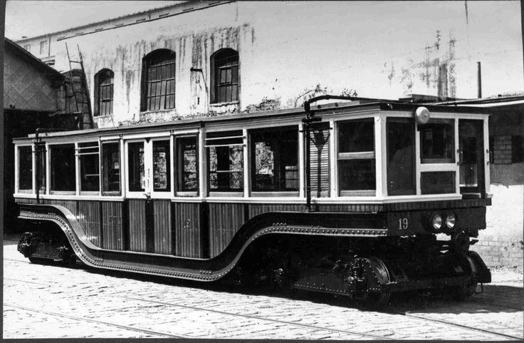 1900-as évek. Foldalatti-fav-piros-11-es-tipusu-negy-tengelyu-motorkocsi