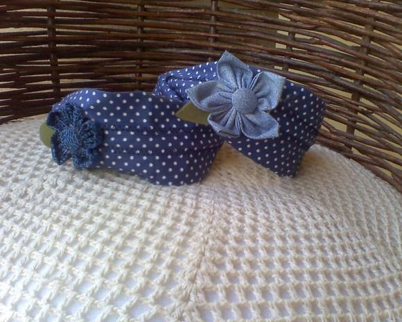 arco (tiara) coberto com tecido 100% algodão e decorado com flor de fuxico e botão forrado. Diversas cores e estampas... R$8,00