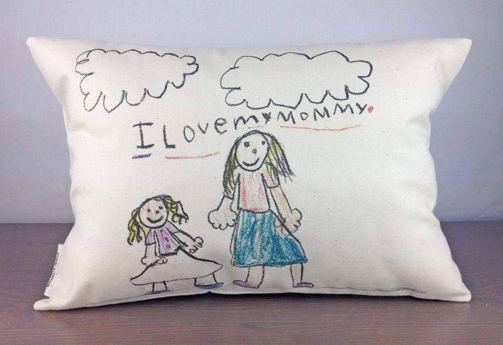 Amire szeretettel nézünk, az szép; gyerekeink ákombákomjait nem véletlenül tartjuk gyönyörűnek. Hogyan hozhatjuk ki a legtöbbet a gyerekrajzokból? Mutatunk néhány kreatív ötletet! Angelina Jolie emlékezetes menyasszonyi ruhája  Rajzból pihe-puha kabala  Fotó: www.childsown.com hirdetés▼   hirdetés▲  Fotó: www.childsown.com  Fotó: www.childsown.com  Fotó: www.childsown.com  Fotó: www.childsown.com  Fotó: www.childsown.com  Fotó: Te rajzolsz én varrok Párnára varrt gyerekrajz aTe rajzolsz…