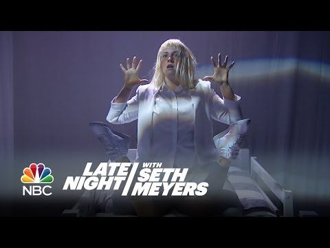 "▶ Sia Performance: ""Chandelier"" Feat. Lena Dunham - Late Night with Seth Meyers - YouTube"