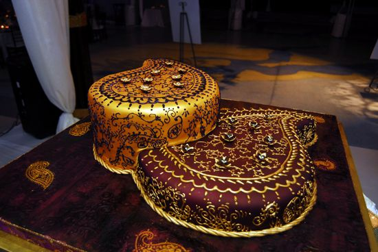 Henna inspired Indian wedding cake in a paisley shape