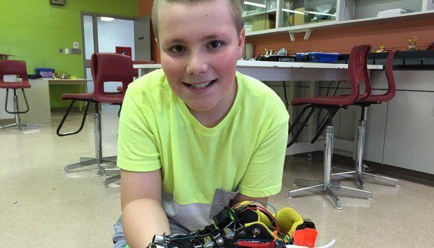 Saint-Antoine: un élève de 9 ans invente un soulier intelligent [vidéo] - Acadie Nouvelle