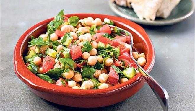 Ρεβιθοσαλάτα με ντομάτα και δεντρολίβανο - Τι θα φάμε σημερα - Τα Νέα Οnline