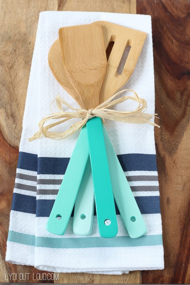 Cheap DIY Gifts and Inexpensive Homemade Christmas Gift Ideas for People on A Budget - DIY Ombre Kitchen Utensils - To Make These Cool Presents Instead of Buying for the Holidays - Easy and Low Cost Gifts for Mom, Dad, Friends and Family - Quick Dollar Store Crafts and Projects for Xmas Gift Giving Parties - Step by Step Tutorials and Instructions http://diyjoy.com/cheap-holiday-gift-ideas-to-make