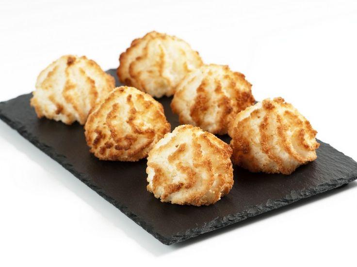 I dolcetti al cocco sono una vera delizia, morbidi e molto saporiti, perfetti per terminare un pasto o per accompagnare una tazza di tè