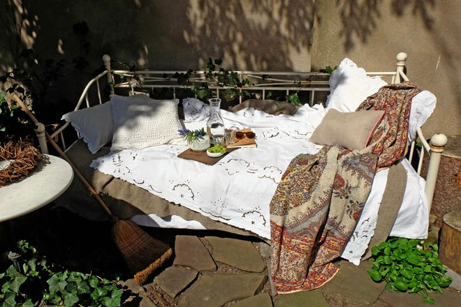 1000 ideas about gartenbett on pinterest europaletten for Garten marmortisch
