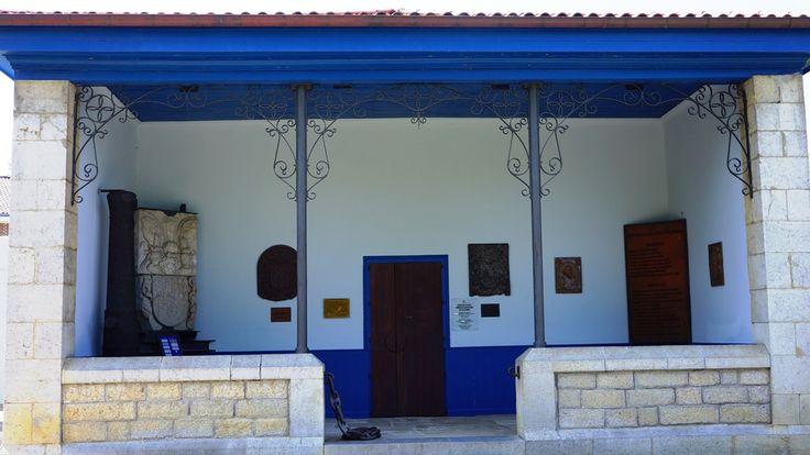 El edificio en el que se ubica el museo formó parte de las instalaciones del colegio público de La Cavada.
