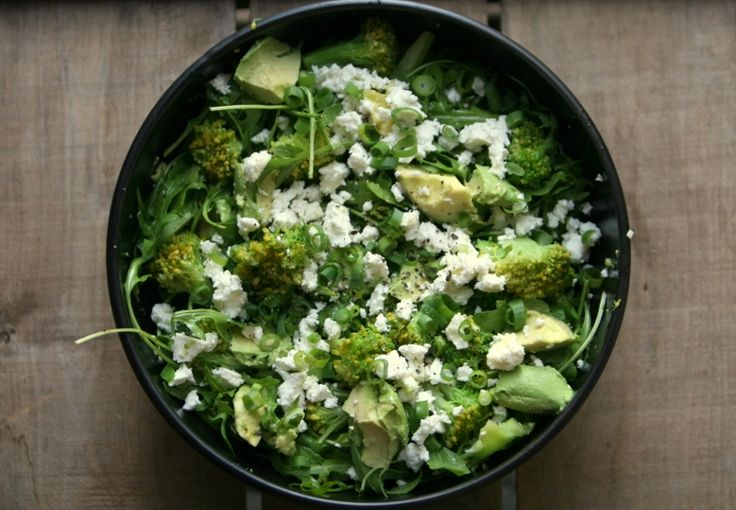 KAROLA'S KITCHEN * BROCCOLI MET AVOCADO EN FETA - broccoli with avocado, feta, a green salad, balsamic vinigar and olive oil
