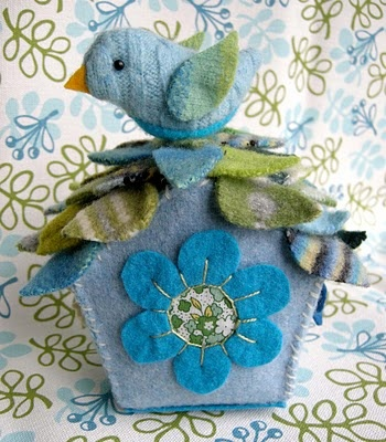 Felt bird house ideas.  no instructions (this would have been FUN to attend), but some great ideas!
