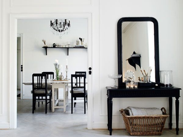 ♥Dining Room, Design Room, Black And White, Casual Dining, Design Interiors, Interiors Design, Hallways Mirrors, Black White, Colors Black