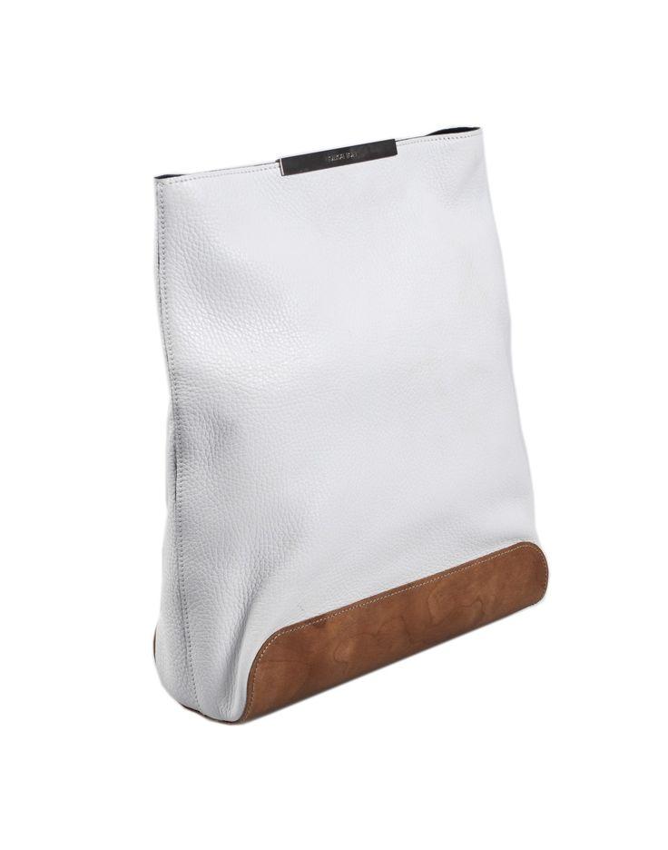 Pochette NEIL BARRETT in pelle colore bianco e fondo in legno, MADE IN ITALY, chiusura a clip magnetica, interno scamosciato con tasca a zip.