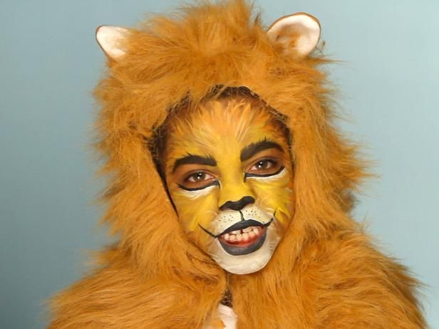 #Halloween Lion Costume (http://blog.hgtv.com/design/2013/10/15/daily-delight-kids-lion-halloween-makeup/?soc=pinterest)