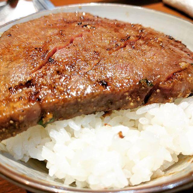 [焼肉 大貫] シャトーブリアン on the ライス(かやもり農園のお米、新潟県加茂市) 美味すぎてどうしよう。。 #大貫 #焼肉 #新宿三丁目 #シャトーブリアン #肉 #牛肉 #牛 #onuki #yakiniku #shinjukusanchome #chateaubriand #meat #beef #meatlovers #beeflovers