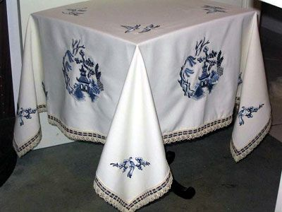 Eastern Elegance: borders and corners used on the pillow and table cloth