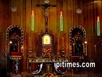 Monumento Capilla Hermanas Concepcionistas. Semana Santa 2005 en Ipiales, Nariño, Colombia, por Artur Coral.