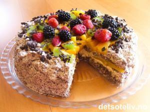 Dette er en fantastisk kake!!! Kaken består av en hasselnøttbunn som fylles med vaniljekrem, sjokoladekrem og frisk frukt og/eller bær. Bruk det du har for hånden - kaken på bildet er fylt med jordbær, bjørnebær, mango og kiwi. Mmmmmm....