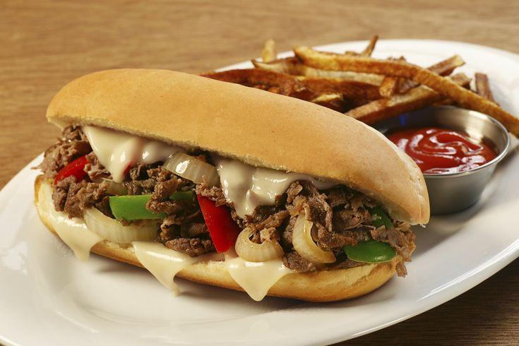Sandwich Terenak dari Seluruh Dunia -  Chicken Philly cheesesteak, Philadelphia. Disajikan dengan tumisan bawang bombay, paprika, jamur, mayonaise, sambal pedas, garam, bubuk cabai dan kecap. Dan biasanya roti lapis ini menggunakan daging ayam.