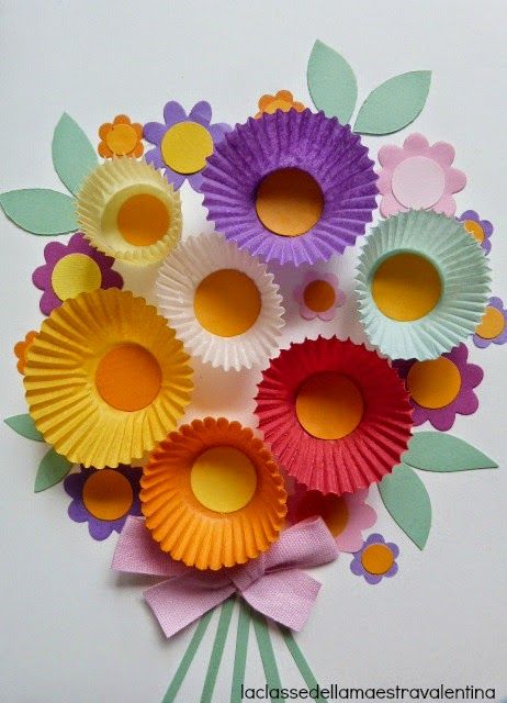 3-D Flower bouquet using cupcake liners (via laclassedellamaestravalentina.blogspot.hu).