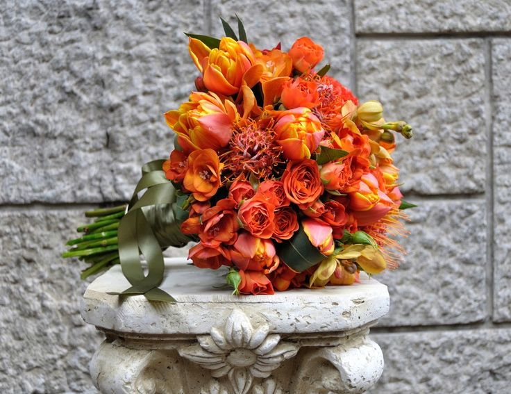 Flowers Garden Weddings: Buchet mireasa, lalele, minirose, leucospermum, or...