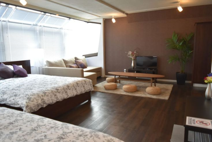 """Entire home/apt in Minato-ku, Japan. ・赤坂駅から徒歩5分、六本木駅から徒歩7分 ・クィーンサイズベッド3、ソファベッド1/最大8名宿泊可能! ・ポケットWi-Fi無料貸出 ・ミニキッチン付 ・早めのチェックイン、遅めのチェックアウトは追加料金が発生いたします。荷物のみを置く場合も同様です。  ・closest stations are """"AKASAKA""""(5mins walk) and """"ROPPONGI""""(7mins walk) ・3 Queen-size beds and a pull-out couch / total..."""