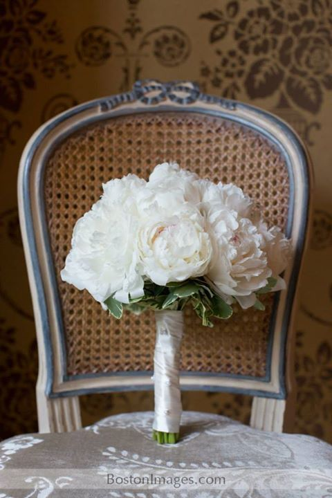 A classic, clean and timeless bridal bouquet.