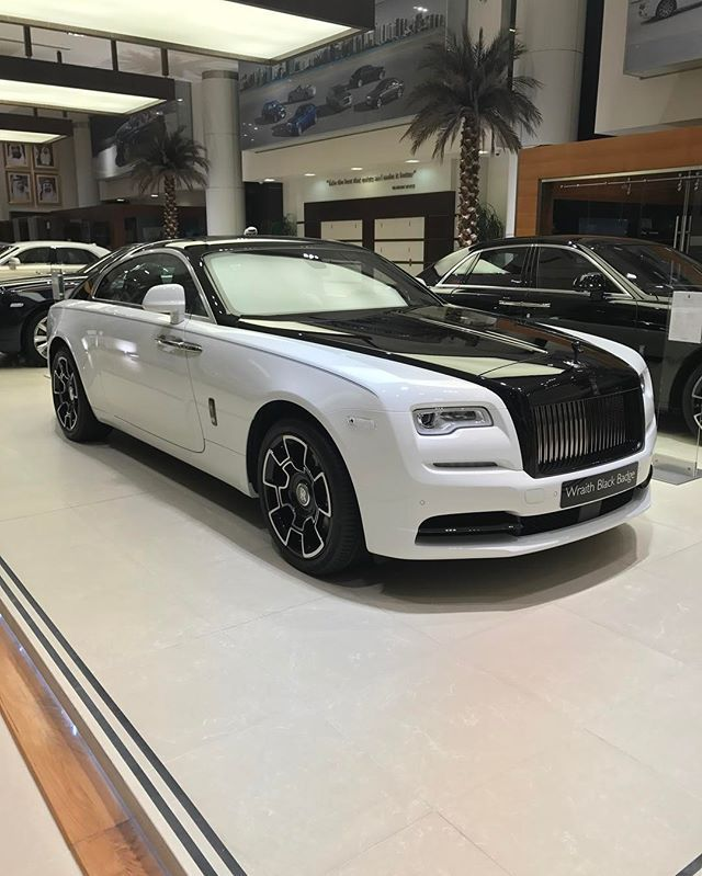 les 25 meilleures id es de la cat gorie rolls royce wraith sur pinterest rolls royce voiture. Black Bedroom Furniture Sets. Home Design Ideas